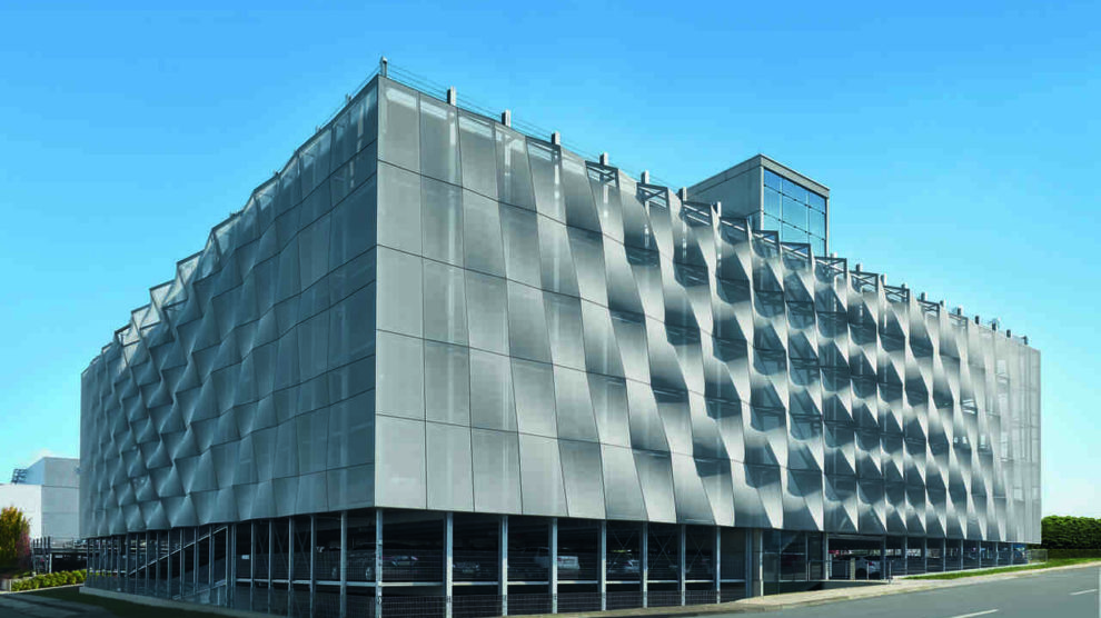 Schüco Parkhaus mit Textilfassade