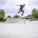 Jugendlicher auf Skate-Anlage im Stadtteil Heidelberg-Wieblingen