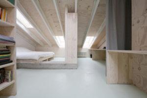 Dachraum aus Holz mit Oberlicht, Gewinner beim Velux Architekten-Wettbewerb 2020