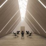 Lichtdurchfluteter Konzertsaal in Musikakademie
