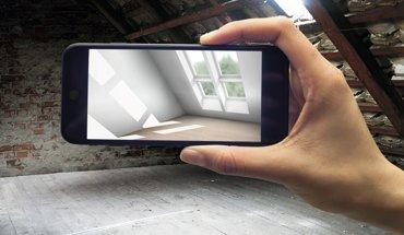 """Die Wirkung von Dachfenster-Lösungen und Tageslicht schon vor dem Einbau erlebbar machen – mit der VR-App """"MyDaylight"""" von Velux ist das ab sofort möglich. Bild: Velux"""
