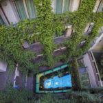 Innenhof mit vertikalem Garten im Hotel Milano Scala