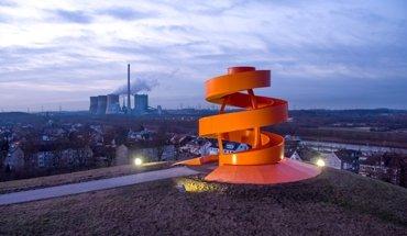 Die begehbare Stahlskulptur im Lippepark Hamm ist nur eine von 326 Bauwerken die beim Tag der Architektur die Türen öffnen. Foto: Andreas G.-Mantler