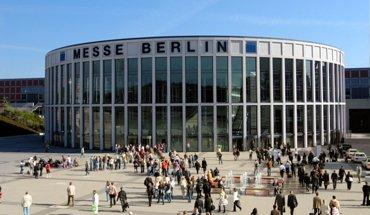 Mit den drei Säulen Innovation – Bildung – Effizienz unterstreicht die Bautec 2018 ihre Positionierung als Fachmesse für Bauen und Gebäudetechnik. Foto: Messe Berlin